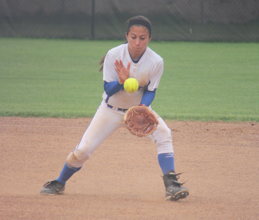 OLLU softball splits doubleheader with Houston-Victoria